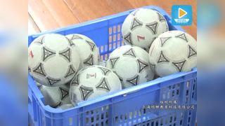 大班垫上游戏花样投掷扭扭车玩足球区域游戏-运动区