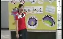 小一体育:滚翻,前滚翻成坐撑_小学优质课视频