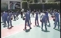 小学四年级体育优质课视频《篮球:行进间运球》_黄老师