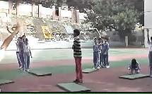 体育六年级跨越障碍物接前滚翻