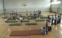 小学体育名师教学研讨《前滚翻》二年级体育