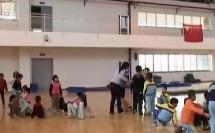 小学一年级体育下册《模仿动物爬》教学视频