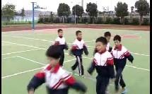 小学体育一年级《走成圆形队 按照各种图形走》教学视频