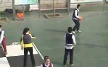 小学六年级体育与健康《排球正面双手垫球》省级优课视频,山东省