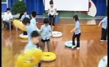 幼儿中班健康《小青蛙和游泳圈》教学视频