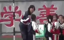 小学三年级体育优质课展示《模仿动物做动作》金老师
