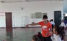 人教版小学体育与健康《单手持轻物掷远与游戏》教学视频,大连长兴岛经济区新港小学