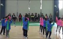 科学体育与健康课标版二年级《投掷:持轻物掷远》教学视频,获奖课视频