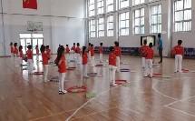 人教体育与健康课标版一至二年级《原地各种姿势拍球与游戏》教学视频,获奖课视频