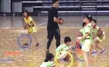 小学体育人教版三四年级《2.行进间运球与游戏》广东翟志清