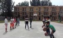 《篮球行进间体前变向运球》优质课(人教版初一体育与健康,杜尚玉)