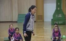 人教版体育七年级《肩肘倒立—前滚成蹲立》课堂教学视频实录-林芬
