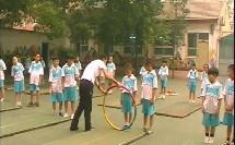 《前滚翻与游戏》二年级体育,张峻楠