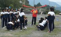 《足球脚内侧踢球》初一体育,周克树