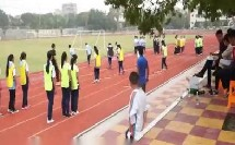 《足球-脚内侧踢球》人教版初一体育与健康,欧阳敏