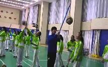 人教版初中体育与健康八年级《排球——正面上手发球》获奖课教学视频
