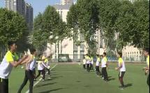 华东师大版初中体育与健康七年级《足球:前额正面头顶球》获奖课教学视频