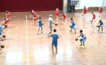 六年级体育《发展篮球活动能力的练习与游戏》薛黎明名师教学视频