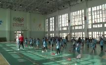 二年级体育《原地正面投掷轻物的动作方法》投掷教学视频