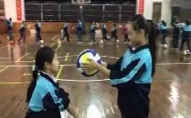 小学体育《排球正面双手垫球》优秀公开课教学视频