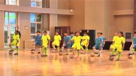 四年级小学体育《小足球:脚背正面运球》洪巍巍
