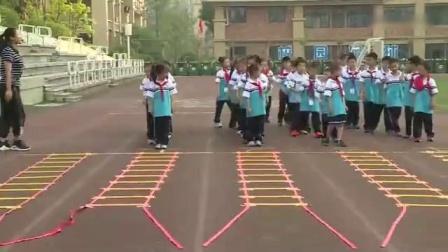 """人教版小学一年级体育与健康传统体育游戏""""跳房子""""四川省优课"""