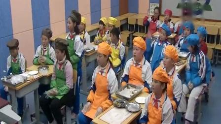 小学五年级综合实践活动课《情系中秋—一起做月饼》北京