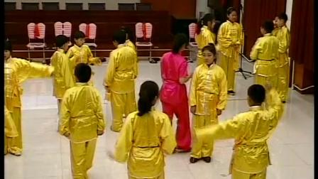 人教版五年级体育《武术基本动作:弹腿冲拳》原凌云