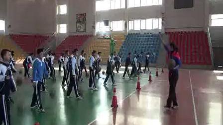七年级体育优质课展示《篮球:行进间运球——传接球》许老师