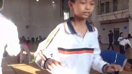 《原地双手胸前投篮》小学体育与健康人教版-厦门外国语学校附属小学